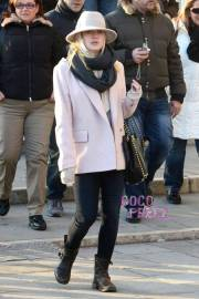 dakota-fanning-shopping-prada-venice-italy__oPt