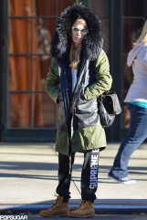 Even-supermodels-need-stay-warm-Cara-Delevingne-stayed-toasty-huge-parka-sweatpants-work-boots-while-waiting-cab-New-York-City