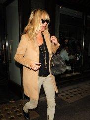 kate_moss_camel_coat_sunglasse
