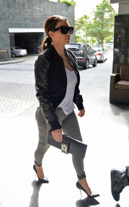 kim-kardashian-arriving-four-seasons-hotel-miami-pic107118