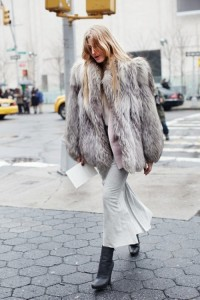 la-modella-mafia-Model-Off-Duty-Street-Style-All-Gray-Everything-fur-inspired-by-Kate-Moss-1