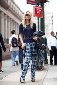 STREET-STYLE-PLAID-TROUSERS-TARTAN-CHECKERED-PANTS-FASHION-WEEK-SWEDISH-BLOGGER-ELIN-KLING-SHORT-SLEEVE-CHECKERED-PANTS-BLUE-PATENT-BLACK-CHRISTIAN-LOUBOUTIN-PUMPS-SMALL-CHAIN-CROSSBODY-BAG-SUNGLASSES-VIA-HARPERS-BAZAAR