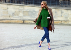 street-style-shoulder-coat-with-green-jumper