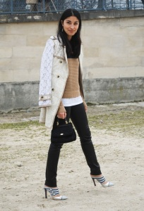 PARIS-FASHION-WEEK-STREET-STYLE-STYLESIGHTINGS-BLOG-CAROLINE-ISSA-EDITOR-STYLE-LACE-TRENCH-COAT-WITH-A-TWIST-MODERN-LOUIS-VUITTON-MULE-STRAP-HEELS