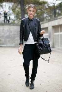 Edgy-accents-Proenza-Schouler-bag-add-up-killer-off-duty