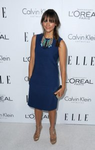 rashida-jones-elles-19th-annual-women-in-hollywood-party-beverly-hills-calvin-klein-dress-dannijo-medine-necklace